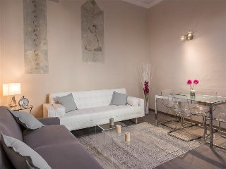 Clizia - Bright 1bedroom steps from Duomo, Florence