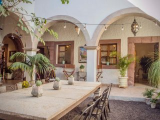 Spectacular Colonial House for 9 - Huge Terrace - 3 blocks away to The Parroquia, San Miguel de Allende