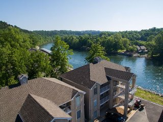 Fort Taneycomo - Updated 2 bed/2 bath condo located at Fall Creek Resort!