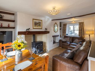 Forsythia Cottage, Sleeps 3, Free Parking, Centre of Village but Quiet, Bourton-on-the-Water
