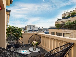 Champs Elysees Cosy Two Bedroom with Terrace