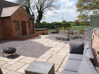 The Granary farm stay at Oaks Barn Farm with optional hot tub