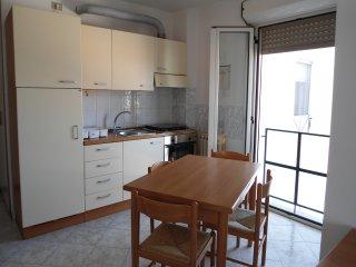 Mini Appartamento per 2 persone con garage comodo stazione treni, pulman, piazza