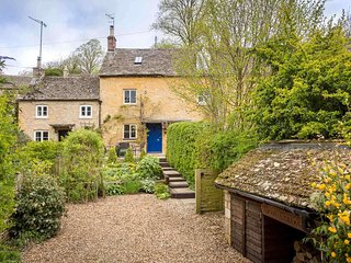 Dove Cottage is a beautiful, stylish cottage, tucked away in Naunton