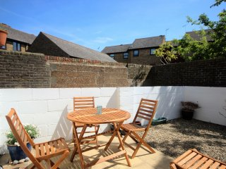 An idyllic 2 bedroom coastal cottage minutes from the beach