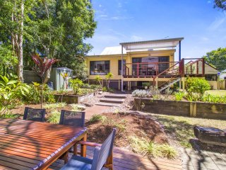 CABARITA BEACH BLISS - HOLIDAY HOME ON THE LAKE