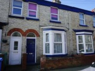 Centrally situated 2 bedroom townhouse. close to Scarborough's many amenities. FREE parking and WIFI