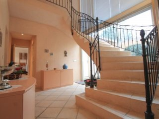 Wonderful four bed Villa with Pool in the sought after Parc de Beauvallon.