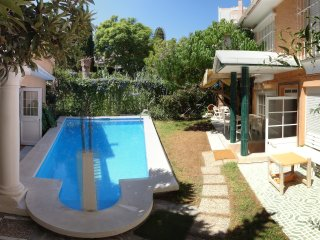 Nice house w/ pool -Beach at 500 m, Fuengirola