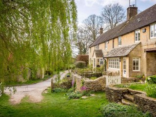 Willow Cottage is a stunning luxury cottage, built from Cotswold stone