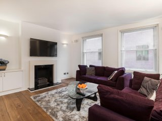122. SPACIOUS AND BRIGHT 3BR SOHO FLAT - NEAR PICCADILLY CIRCUS AND THEATRES