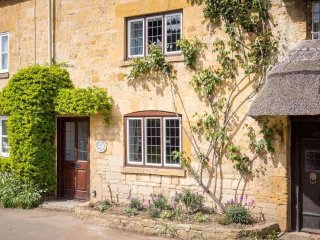 Green Cottage sits in a row of traditional Cotswold stone cottages