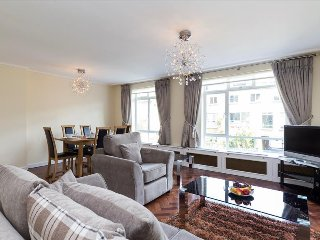 98. SPACIOUS AND BRIGHT 2BR FLAT IN THE MARYLEBONE NEIGHBOURHOOD