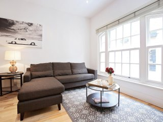 92. CHIC SPLIT-LEVEL MARYLEBONE HOME - NEAR BAKER STREET
