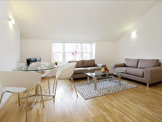 105. SPACIOUS 3BR FLAT OFF OF MARYLEBONE HIGH STREET - VERY CENTRAL
