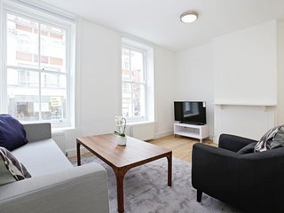 79. LOVELY 2BR FLAT IN THE FITZROVIA-SOHO NEIGHBOURHOOD - NEAR THEATRES