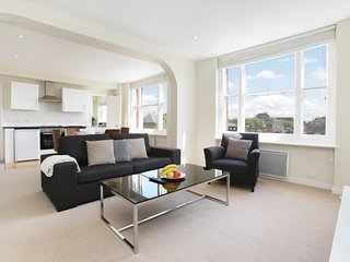 48. LOVELY 2BR MAYFAIR FLAT WITH VIEWS OF THE LONDON EYE AND BIG BEN