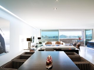 Luxury apartment Talamaca beach,private pool, next to ibiza,4 bedrooms,Es Pouet