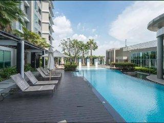 ★ Modern Condo 31st floor ★ - only 100m. MRT Ratchada