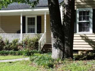 Shandon Neighborhood Cottage - Close to USC & Williams-Brice Stadium!, Columbia
