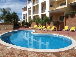 Olhos de Agua (E) Oceanus Jardim  1 Bedroom Apartment with pool view