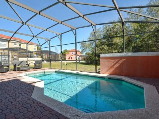 Bella Vida - 4BD/2BA Pool Home - Sleeps 8