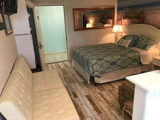 Most ideal location in Gulf Shores perfect for two!