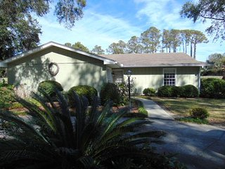 Demere Oaks Circle   3 bd