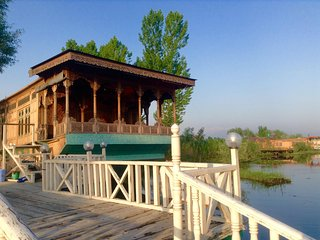 Kashmir Treat group of houseboats