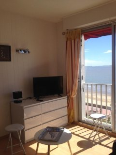 Appartement tout confort face à la mer