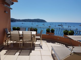 Luxury Sea Fronted Apartment With Large Terrace