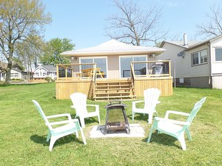 Crystal Bay Getaway with full Lake Erie views!, Crystal Beach