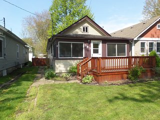 Cherrywood Cottage - Walk to Beach! **NEW LISTING!  ALL SUMMER WEEKS OPEN**, Crystal Beach