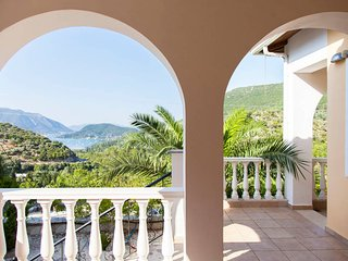 Great Villa with amazing sea views, quiet location