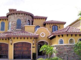 Reunion Estate - 6BD/6.5BA Pool Home - Sleeps 12 - Gold