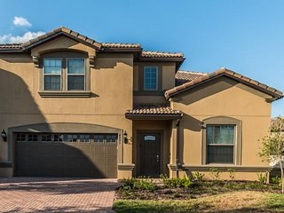 Westside Resort - 8BD/6BA Pool Home - Sleeps 17 - Gold