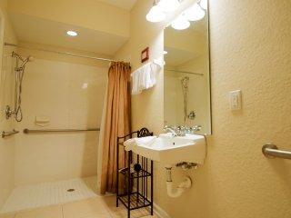 Vista Cay Resort - 3BD/3.5BA Town Home - Sleeps 8, Orlando