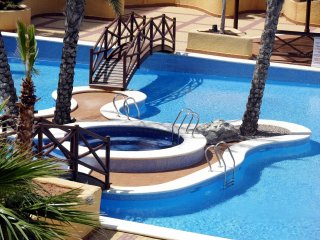 Pool view apartment, free wifi, free parking, indoor/outdoor pools