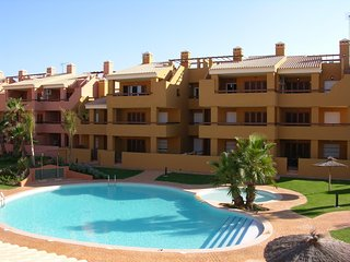Ground floor apartment with patio, free wifi, communal pool