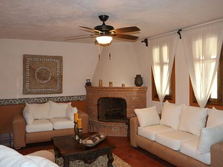 Enjoy our Stunning Casa Crema at Casas de Guanajuato near Downtown Guanajuato