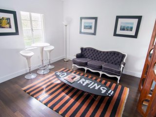 Lincoln Road Suites Studio minutes from The Beach!  1CP1AZE