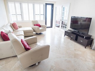 Ocean View Stunner! Two Bedroom with Balcony 1AX2ADZF, Miami