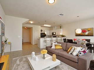 Compass Bay - 4BD/3.5BA Town Home - Sleeps 9 - Gold