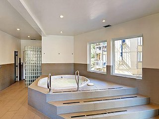 Newly Remodeled 3BR Condo w/ Loft – Free Shuttle, 5 Minutes from Slopes