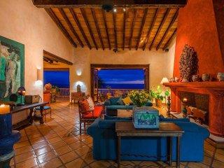 4 br stunning ocean front Villa in Conchas Chinas VVRA