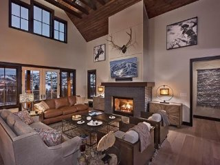 Blackstone Lodge - New! 4BR Private Mountain Luxury Home