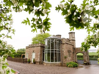 GATEHOUSE EVE LODGE IN A STUNNING SETTING, Leominster