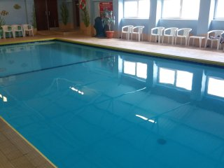 Chalet with indoor pool (Apr-Oct) near Rhossili, Gower Peninsula.  Free WiFi.