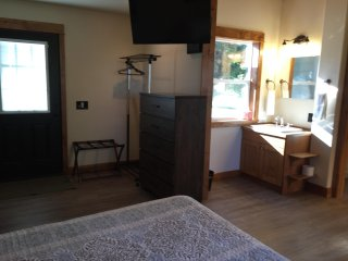 Newly Remodeled Cabin minutes from Glacier National Park