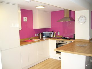 Kitchen with high gloss cream units